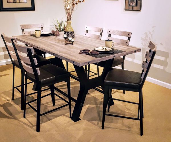 Picture of Parade Table with Dexter Stools